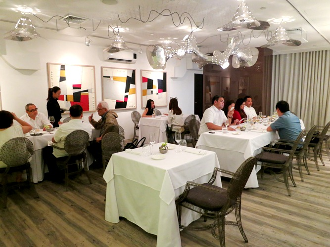 Now, the Vask Gallery is finally unfolded to what it was supposed to be-- a fine-dining restaurant featuring 14-course degustacion menu