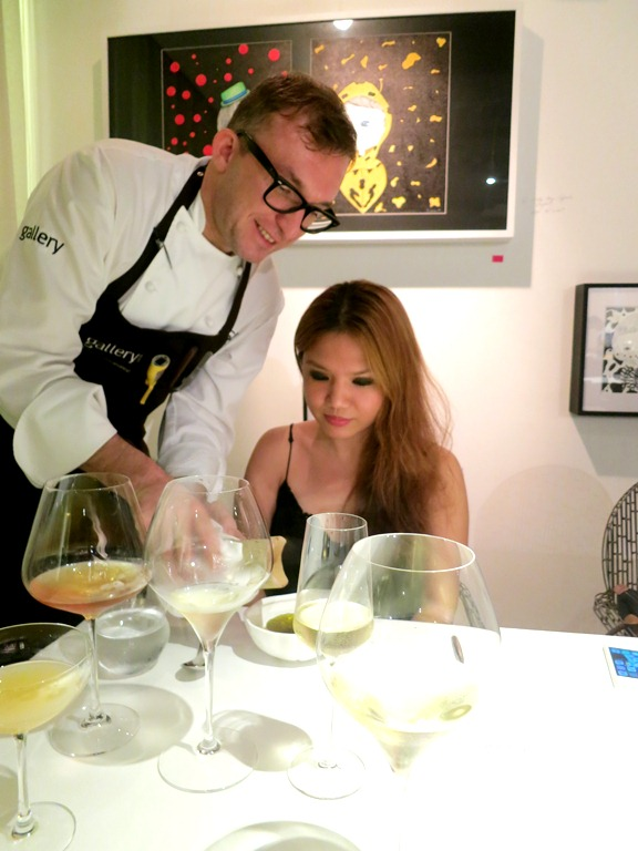 Chele personally plating my dish.. 300 glasses of wine later ;p