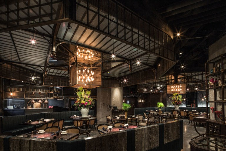 A storage facility in its past life, Mott 32 now combines colonial-style furnishings with an industrial warehouse aesthetic, as designed by Joyce Wang.