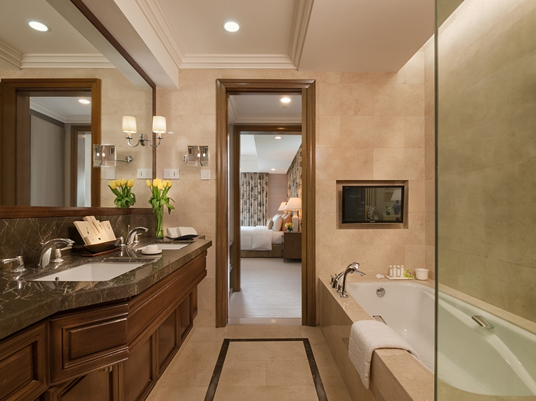 The Executive Suite Bathroom