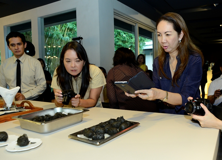 Rica de Jesus of Heart to Heart Online and Anna Sobrepena of Lifestyle Asia intrigued by the Charcoal