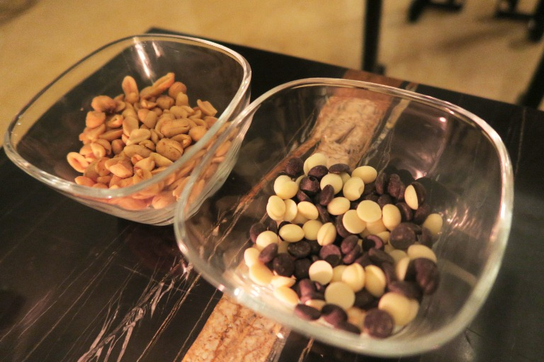 Salted Peanuts and White and Dark Chocolate Nibs_1824_Discovery Primea