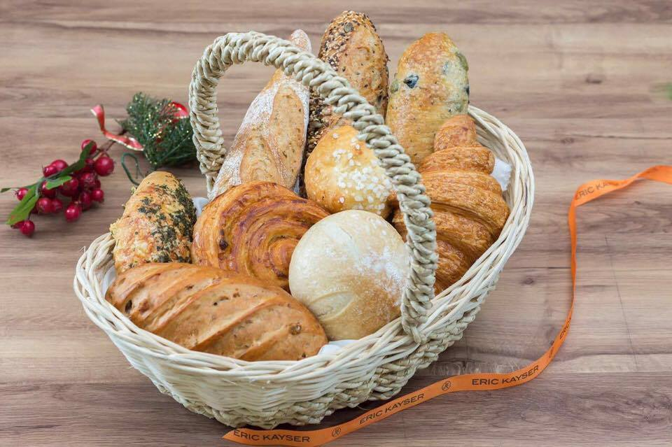Christmas baskets come in the form of BREAD BASKETS at Eric Kayser for the holidays!! This is their Bread Basket, priced at P890,  an assortment of their brest-selling breads and pastries