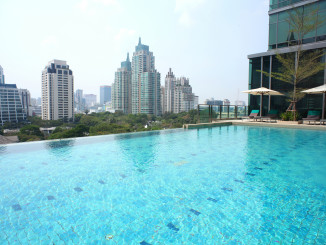 One of Sivatel Bangkok's most prominent and photographed spaces is its infinity pool overlooking the city skyline. (Photo courtesy of Sivatel Bangkok)