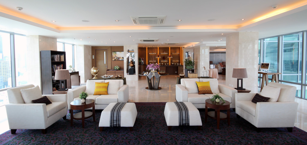 All guests staying at their suites (well that's the minimum of their room anyway) and duplexes are entitled to complimentary Access to the executive lounge the Sivatel Sky Living Room on the 17th floor, with all-day complimentary Sivatel Thai snacks and beverages