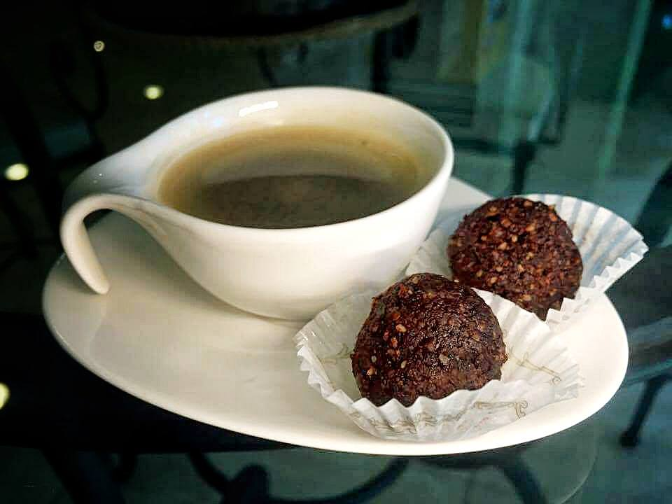 Three-Ingredient Cocoa Bliss Balls That Taste Like Chocolate Truffles 3