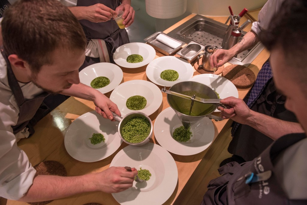 'Lagrima peas', which were in season during the time of the dinner, with Swiss cahrd juice and chili pepper by Josean Alija/ Nerua (Photo by Miguel Toña - MTVisuals)