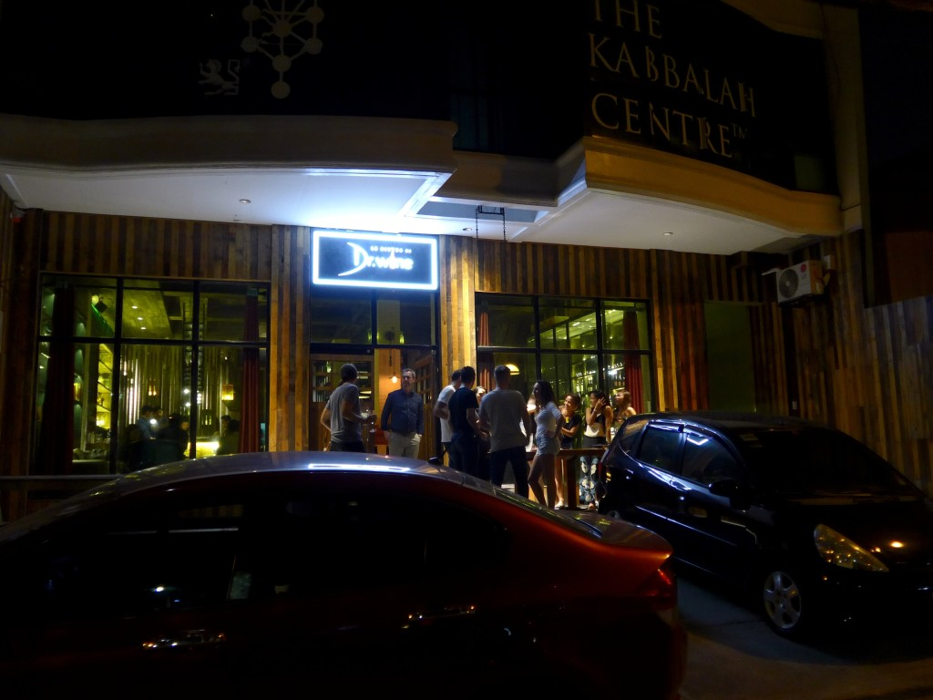 Dr. Wine Manila, located on Algier Street in Poblacion is just a stone throw away from Powerplant Mall/ Rockwell