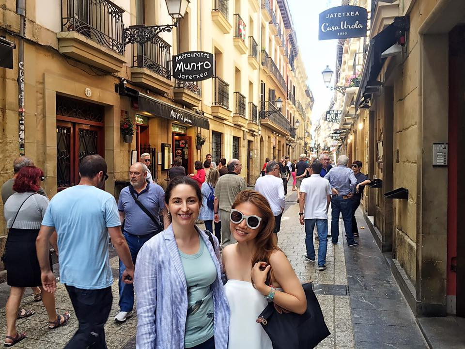 How precious to have Elena Arzak show me around San Sebastian?! Here we are at the Old Town. One of the sweetest and humblest chefs I know <3